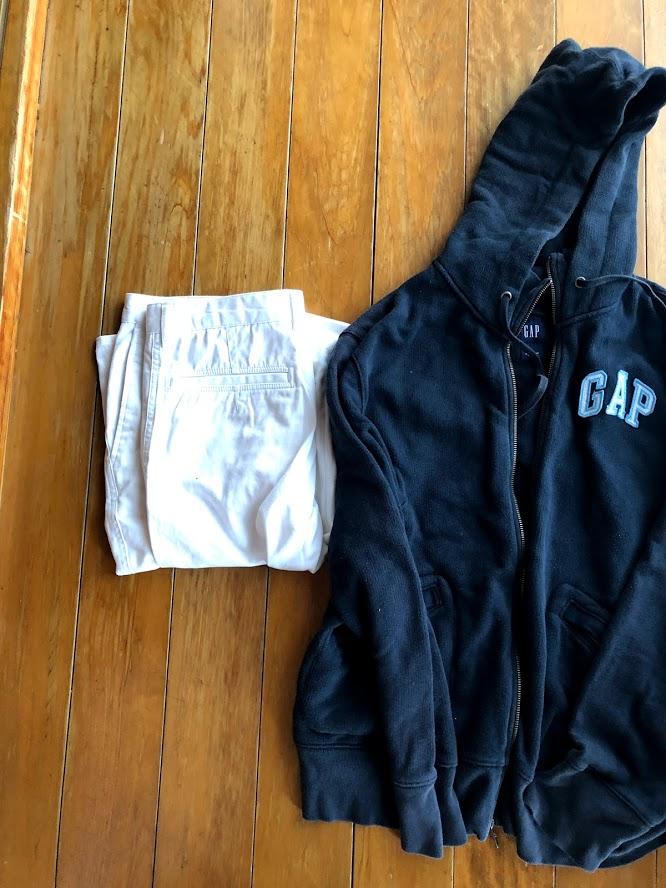 セカンドストリートに買取依頼したノーブランドの服の写真