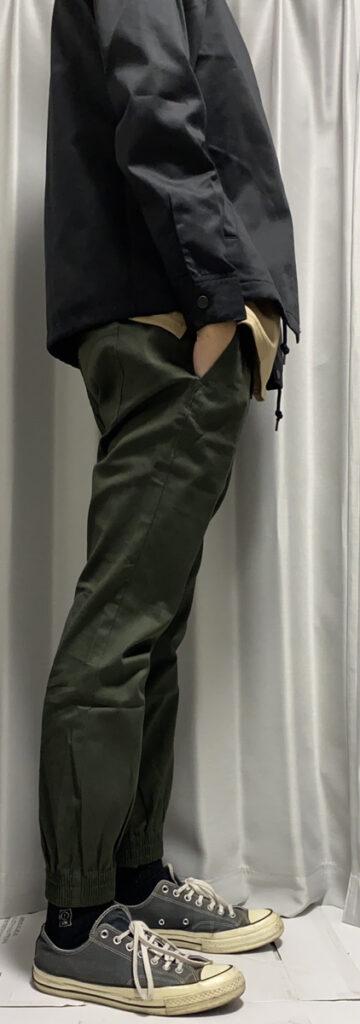 メンズファッションプラスでマネキン買いしたコーデを着用して横から撮影した写真