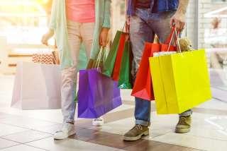 買い物しているイメージ画像
