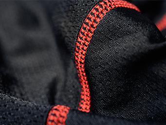 SAXXの特徴の1つFlat Out Seams™の縫い目の画像